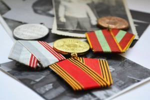 war medals and old photos, the memory of the events of the past