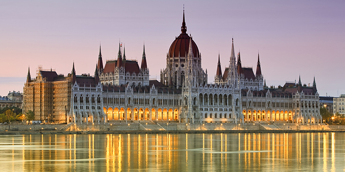 BP9JJ3 Parliament building in Budapest, Hungary