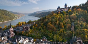 D1FDXG Autumn vines at Burg Stahleck Rhine castle, Bacharach, Rhineland, Germany. Image shot 10/2012. Exact date unknown.