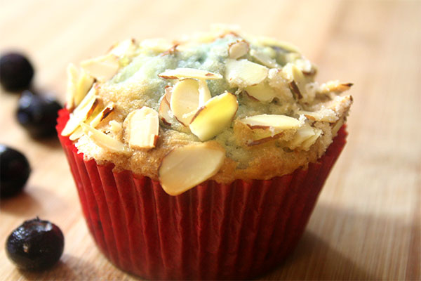 blueberry-almond-crunch-muffin
