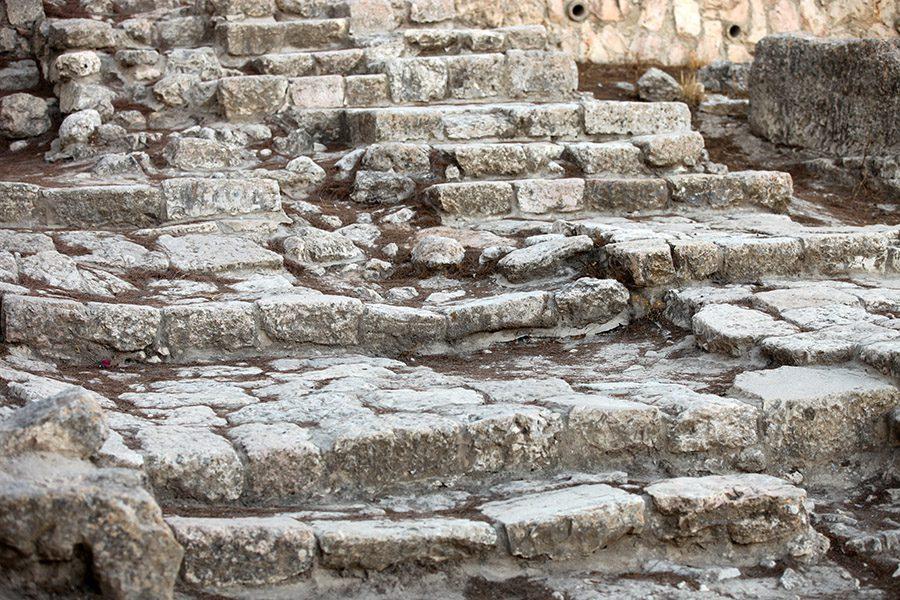 古代の石の階段