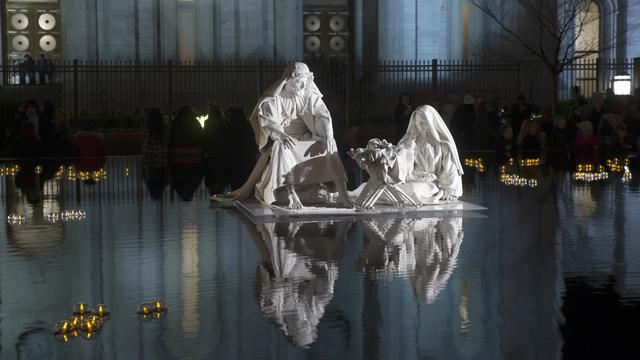 Temple Square Visitors Help 'Light the World' during the Christmas ...
