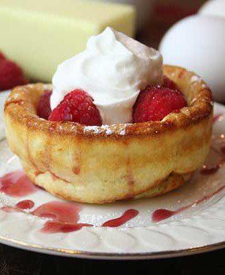 mini pannekoeken raspberries whipped cream