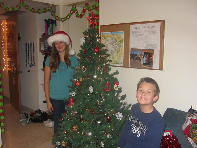 SKP_Decorating_our_tree_1
