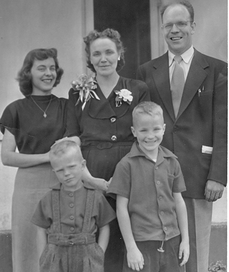 LOLA WITH 4 KIDS ABOUT 1950